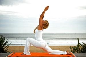 yoga-spiaggia-2